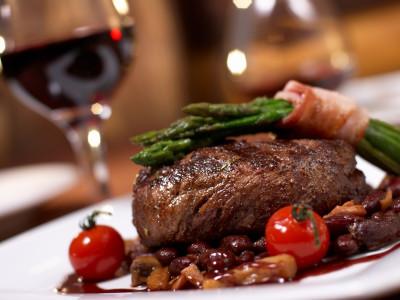 Dîner de Steak, Boissons et Boîte de nuit