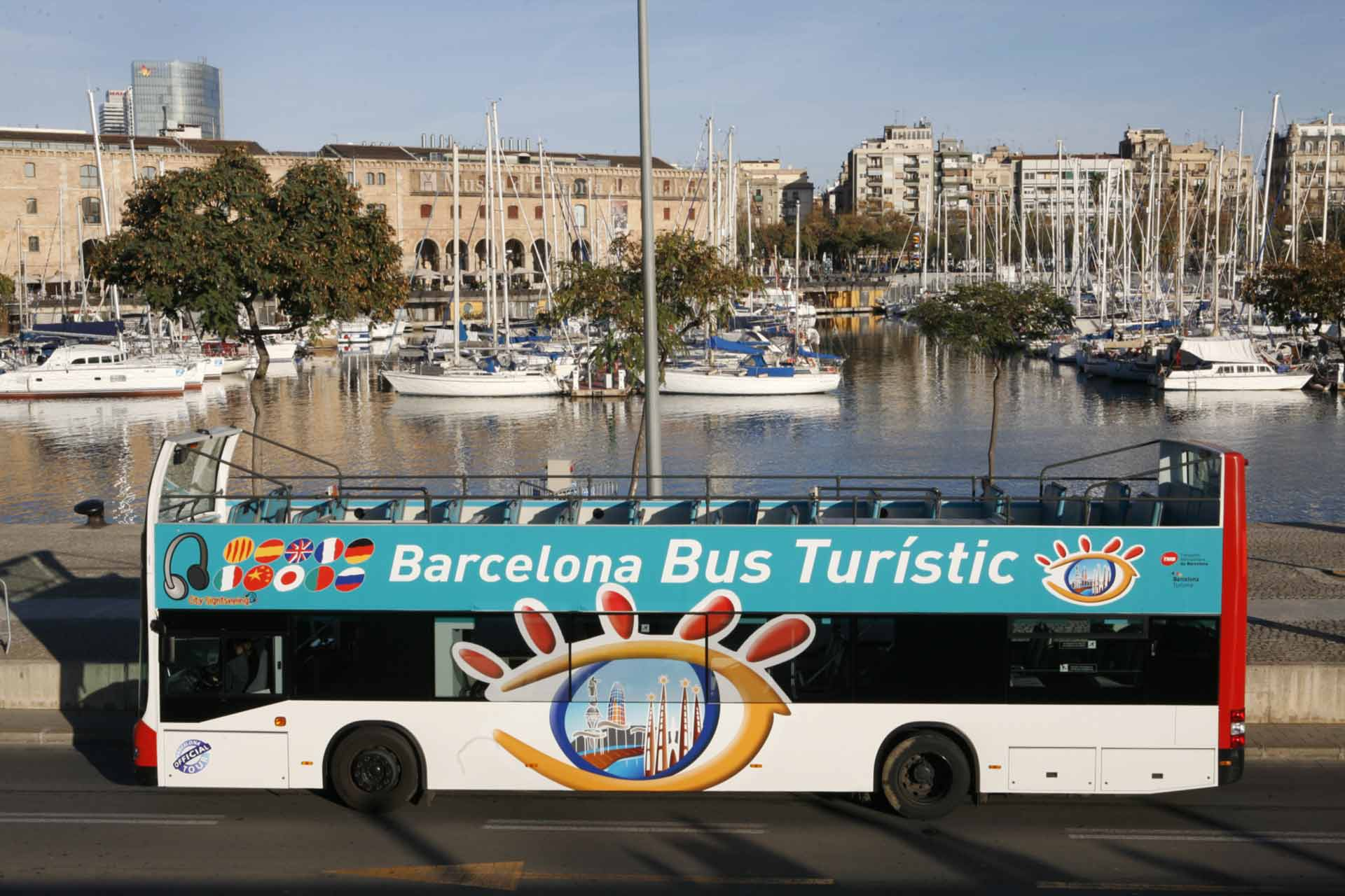 A photo of the tourist bus in Barcelona parked by the port.